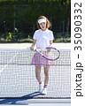 テニスコートにいる女性 35090332