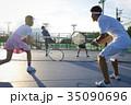 テニスをする男女 ダブルス 35090696
