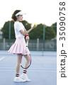 テニスコートにいる女性 35090758