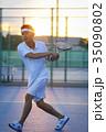 テニスをする男性 35090802