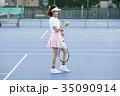 テニスコートにいる女性 35090914