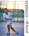テニスをする男性 35090929