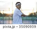 テニスをする男性 35090939