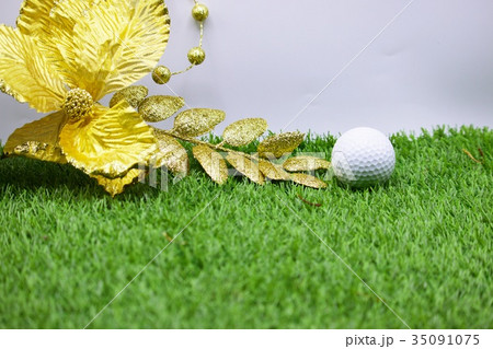 Golf ball with Christmas decoration for golferの写真素材 [35091075] - PIXTA