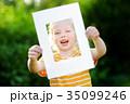 フレーム 子供 女の子の写真 35099246