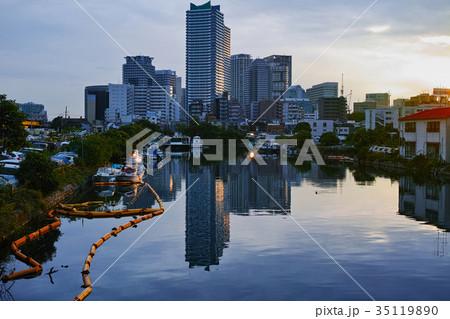 横浜市神奈川区 夕方の竜宮橋から見たヨコハマポートサイド地区遠景 35119890
