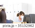 女性社員 オフィスレディ 風邪 マスク 感染症 予防 風邪の季節 35132962