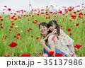 公園で遊ぶ母と娘 35137986