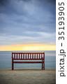 ビーチ 夕暮れ ベンチの写真 35193905