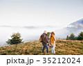 老人 シニア 年上の写真 35212024