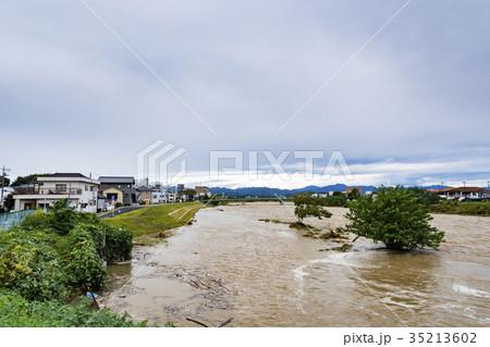 大型台風翌朝の増水 35213602