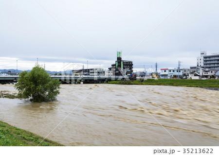 大型台風翌朝の増水 35213622