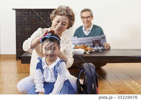 家族 ファミリー 笑顔 35220076