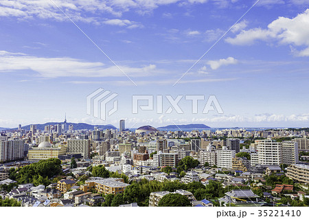福岡の街並み 35221410