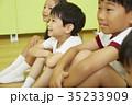 体操教室 指導 話を聞く子供たち 35233909