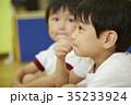 体操教室 指導 話を聞く子供たち 35233924