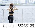 女性 スポーツウェア フェンスの写真 35235125