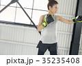 ボクシングをする女性 35235408