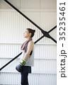ボクシングをする女性 35235461