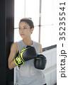 ボクシングをする女性 35235541