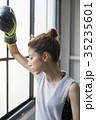 ボクシングをする女性 35235601