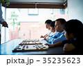 将棋の勉強をする男の子 35235623