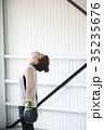 ボクシングをする女性 35235676