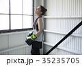 ボクシングをする女性 35235705