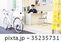 交番に勤務する警官 35235731