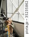 スケーターファッションの女性 35235862