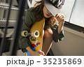 スケーターファッションの女性 35235869