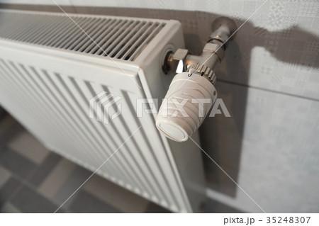 white heating radiatorの写真素材 [35248307] - PIXTA