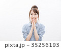 考える 女性 笑顔の写真 35256193