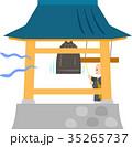 お寺の鐘を鳴らすお坊さん 35265737