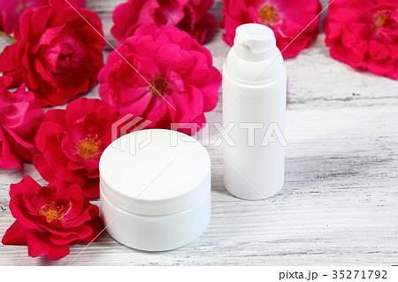Cosmetic jars of face and body creamの写真素材 [35271792] - PIXTA