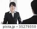 人物 女性 スーツの写真 35279350