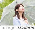 女性 雨 傘の写真 35287979