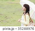 女性 雨 傘の写真 35288976