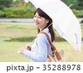 女性 雨 傘の写真 35288978