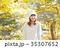 女性 紅葉 紅葉狩りの写真 35307652
