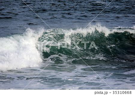 海 波 水しぶき 35310668