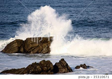 海 波 水しぶき 35310671