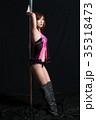 ポールダンスでポージングする日本人の女性 35318473