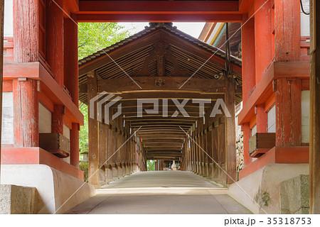 岡山 吉備津神社 南随神門と廻廊 35318753