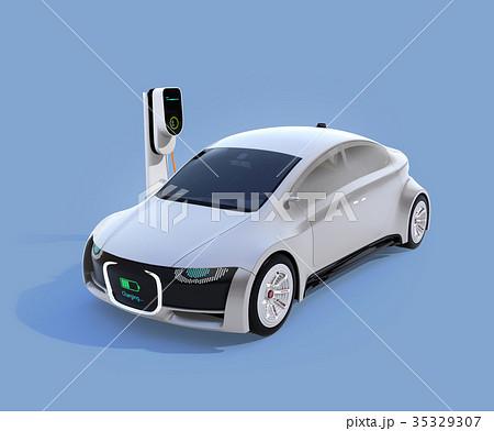 充電中の電気自動車のフロント部に充電状態が表示されている。車と人のコミュニケーションのコンセプト 35329307