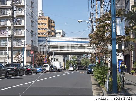 玉川通りの三宿交差点(東京都世田谷区) 35331723