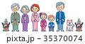 3世代家族とペット犬のお正月門松付き 35370074