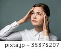 頭痛の女性 35375207