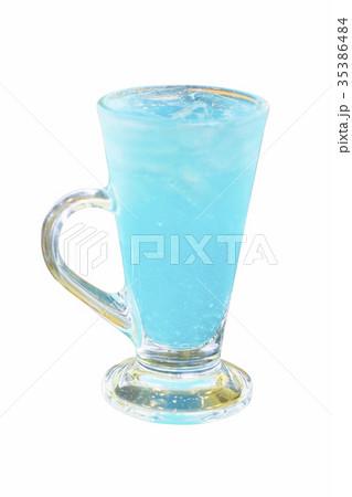 Blue Hawaiian cocktail Isolated white backgroundの写真素材 [35386484] - PIXTA