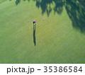 ゴルフをする女性 35386584